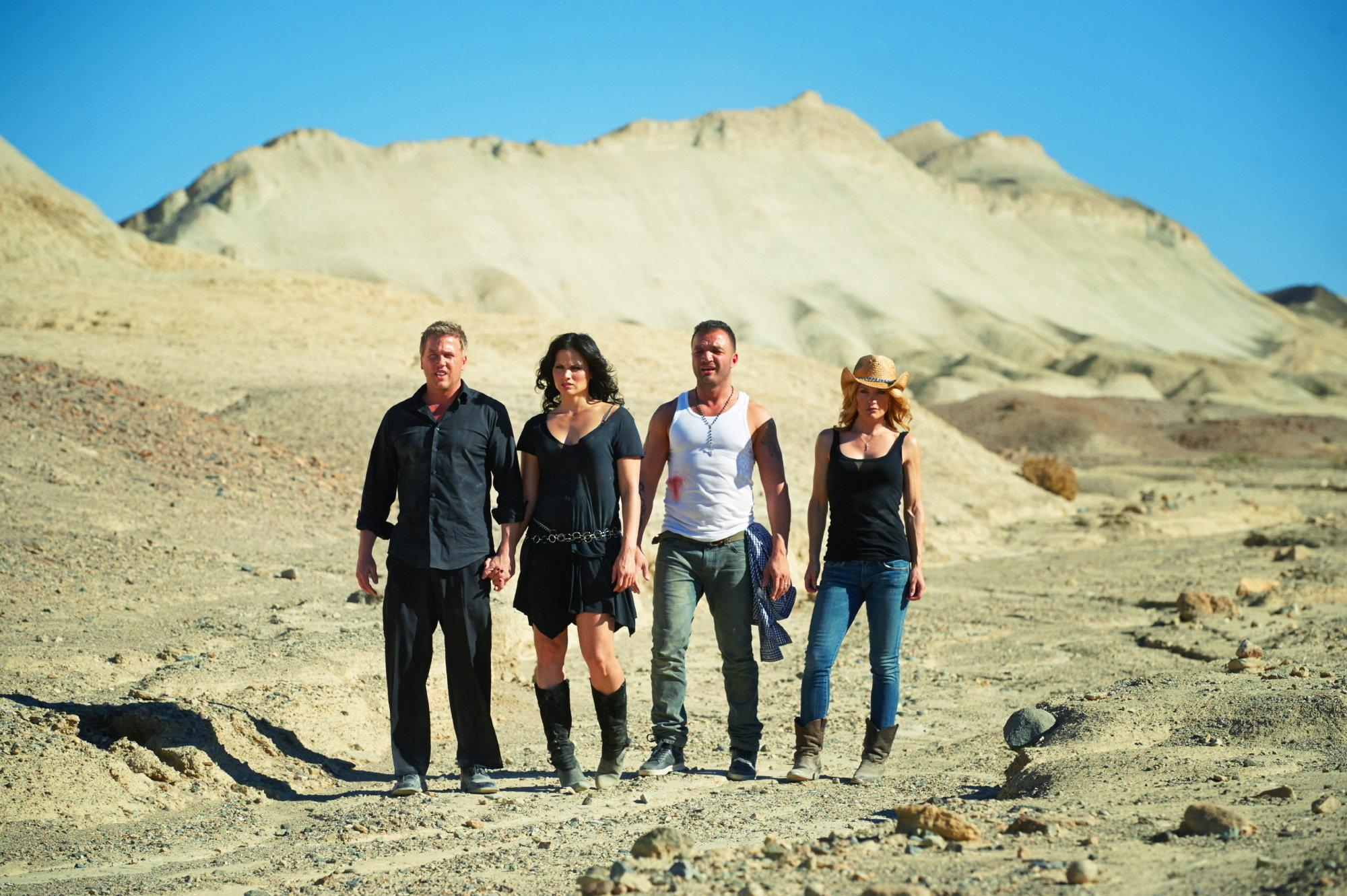 lochlyn-munro,-katrina-law,-nick-e-tarabay,-victoria-pratt-in-death-valley-large-picture